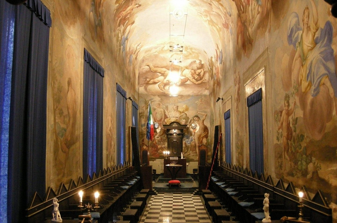 Lodge in Palazzo Roffia, Florence, set out for French (Moderns) ritual